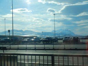 Schneebedeckte Berge um Tromsö