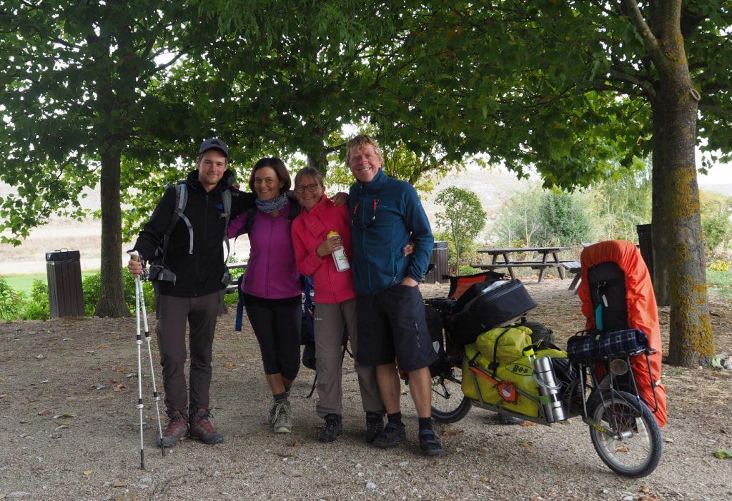 Laura und Julian aus der Schweiz mit dem 2RadReise-Team